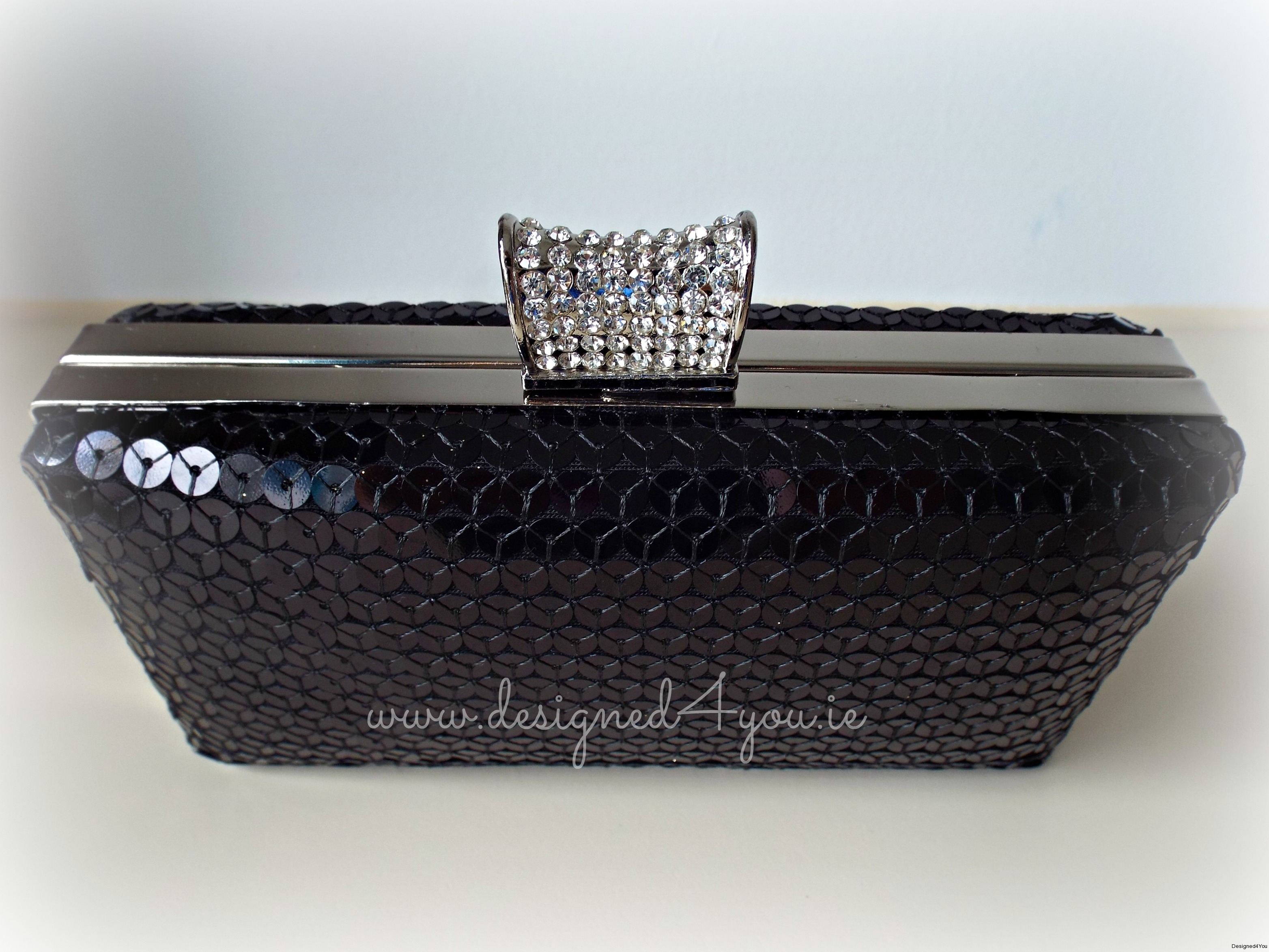 New clutch - black