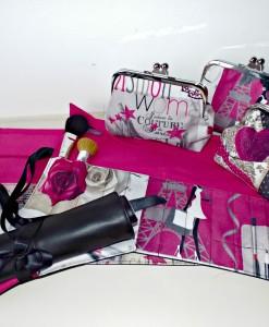 Makeup brush roll set